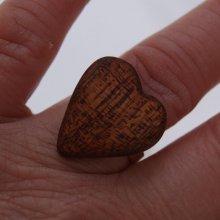 Bague cabochon en bois forme coeur Chene foncé largeur 20mm