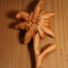 Edelweiss découpée sculptée main cirée ton merisier