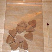 10 coeurs miniatures percés a suspendre, a decorer pour mariage, saint valentin, noce de bois