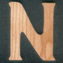 Lettre N en bois
