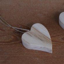 Petit coeur incliné en bois de bouleau à suspendre