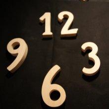 Chiffres 1,2,3,6,9 en bois ht 10cm ep 16mm pour pendule